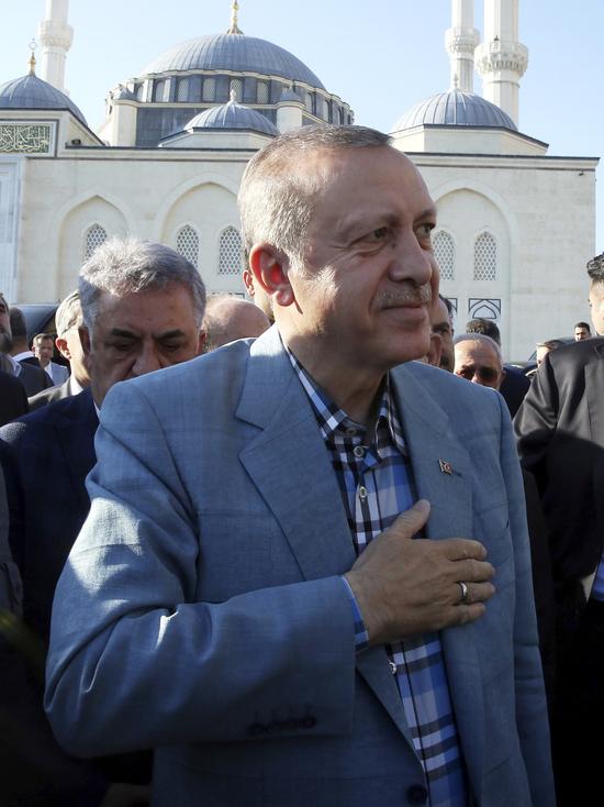 Эрдоган упал в обморок во время молитвы