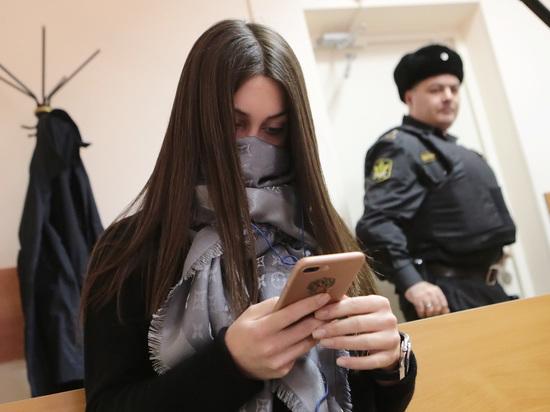 """Служители Фемиды """"гнобят Мару"""", посетовал адвокат лихачки"""