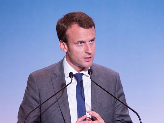 Президент Франции ждет своего американского коллегу вместе с супругой