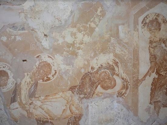 Столичные реставраторы придумали, как спасти фрески Мелётова без «комсомольских припадков» и возрождения льноводства в отдельно взятой Псковской области
