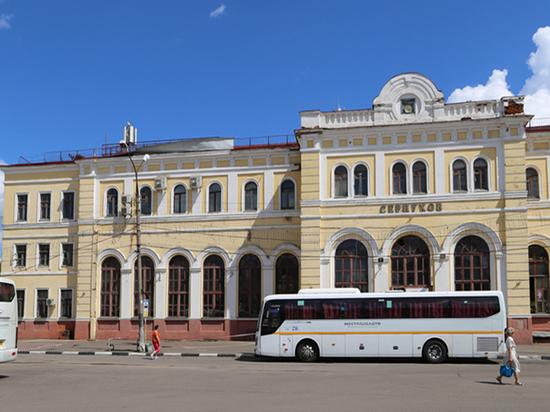 Прохожие сами обезопасили себя от падения крыши вокзала в Серпухове