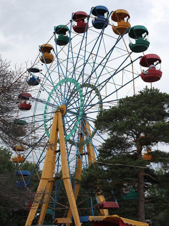 Парк Гагарина стал золотой жилой для держателей аттракционов и киосков