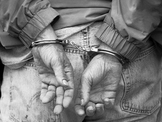 Зверски расправившись со своей женой, мужчина скинул ее тело в глубокий овраг