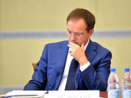Мединского обвинили в создании «родственного картельного клана»