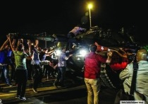 В Петербурге в начале июля за взятку чиновнику были задержаны двое турков — судя по всему, пособников Гюлена, который, так уж совпало, почти год назад попытался устроить переворот в Турции