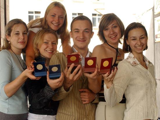 Вряде российских регионов золотую медаль получил каждый пятый выпускник