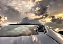 А насколько безопасно находиться в непогоду в металлическом автомобиле или вагоне поезда? И имеет ли смысл останавливаться во время грозы, если едешь на автотранспортном средстве