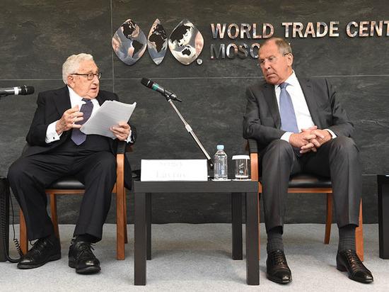 Иностранцы продолжают вкладывать в развивающиеся рынки нашей страны, несмотря на политические события