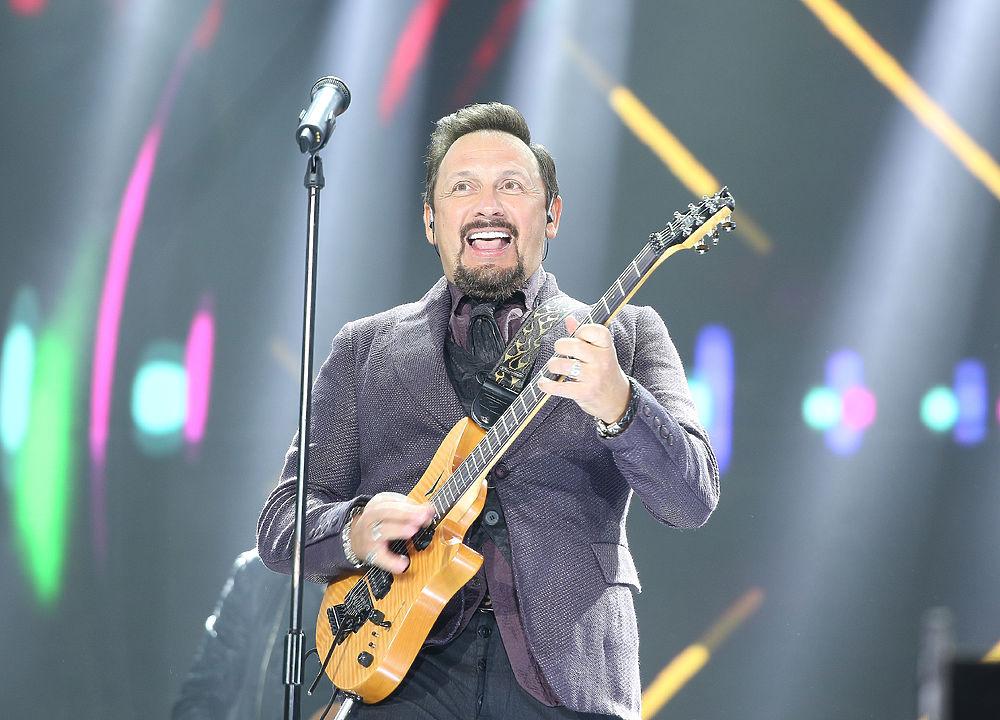 Стас Михайлов показал мастер-класс игры на гитаре.