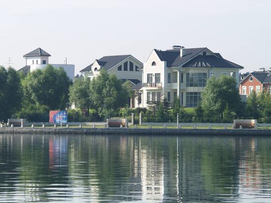Число сделок на рынке загородной недвижимости сократилось на 25%
