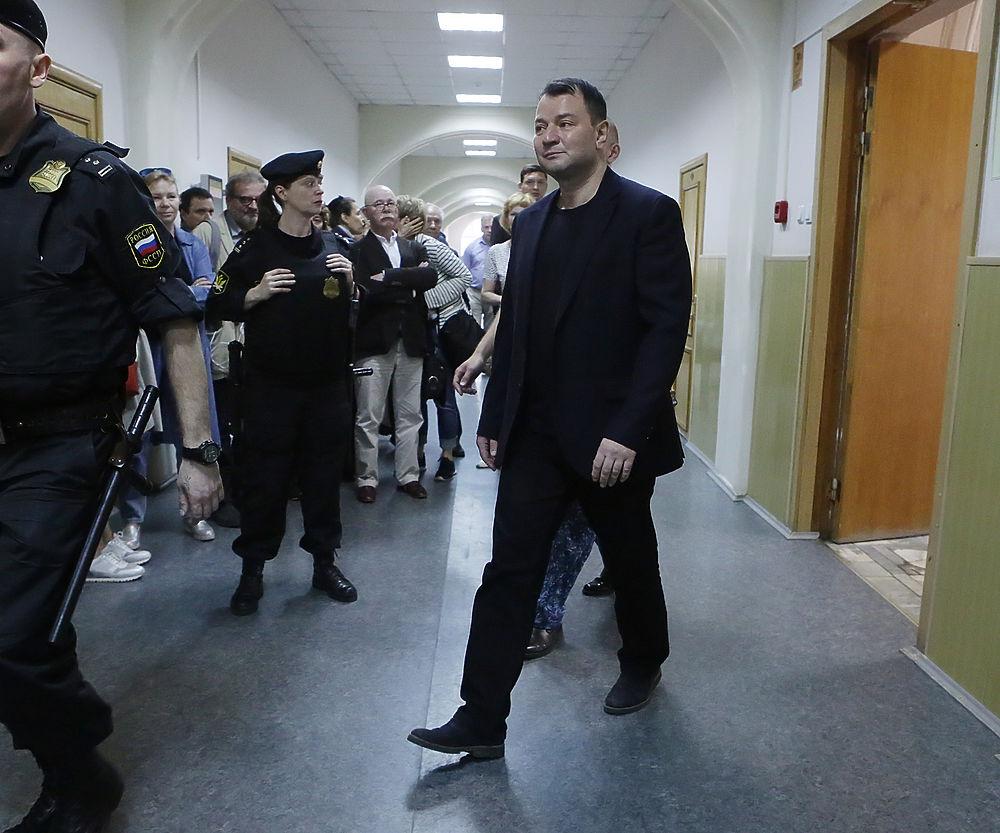 """Адвокат бывшего директора """"Гоголь-центра"""" просит отпустить подзащитного"""