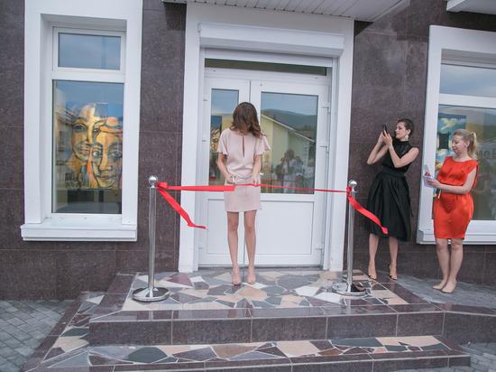 В Красноярске открыли галерею «Год живописи»