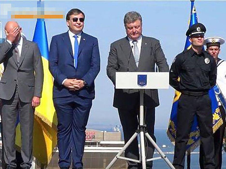 фото саакашвили в костюме которой можно