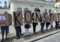 Снесли памятники, взялись за демократию: почему Польша становится изгоем Евросоюза