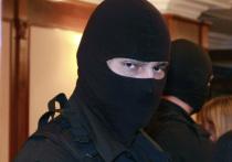 Хамили, не пустили к подзащитному на обыск и применили физическую силу — такими словами описал адвокат Андрей Юмашев работу следственной группы ФСБ по громкому делу о банде неонацистов, которые торговали оружием