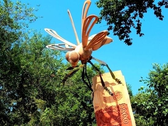 Деревянная Муха-Цокотуха появилась в Хабаровске