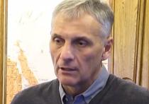 Советник бывшего главы Сахалинской области Александра Хорошавина в среду, 2 августа, заявил в Южно-Сахалинском городском суде, что сотрудники ФСБ постоянно на него давят