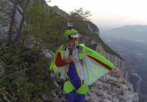 В швейцарских Альпах погиб известный российский бейсджампер Алексей Широкожухов — фигурант уголовного дела о покраске звезды на столичной высотке на Котельнической в цвета украинского флага
