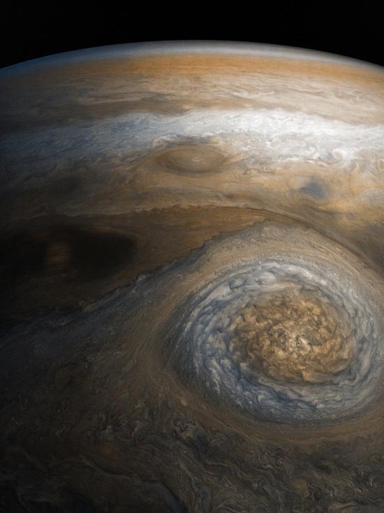 Кадр был получен с помощью зонда Juno