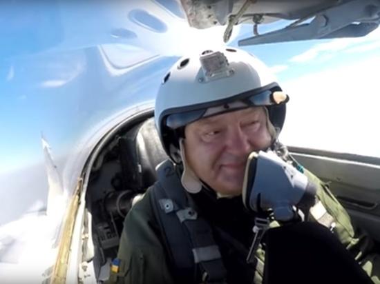 Видео из кабины показало состояние Порошенко при полете на истребителе
