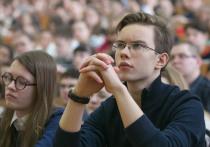 Количество выпускников школ за 12 лет сократилось вдвое