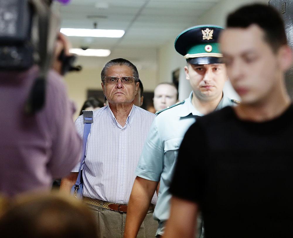 Сильно постаревшего экс-министра Улюкаева доставили в суд