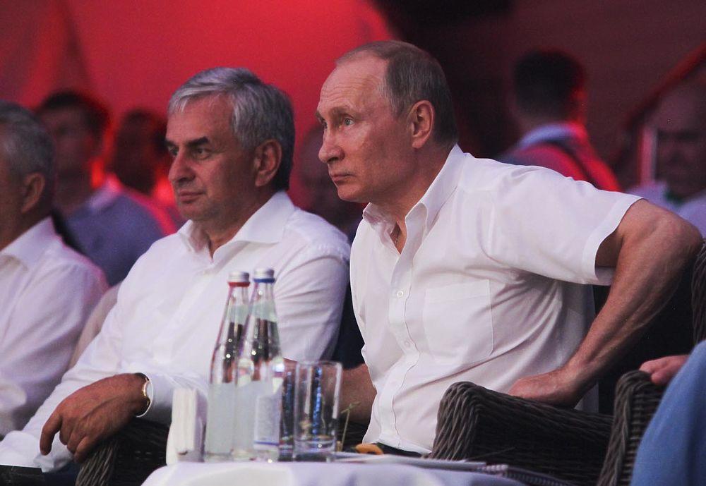 """Путин, Медведев и Овечкин эмоционально поддержали """"дерзких"""" российских самбистов"""