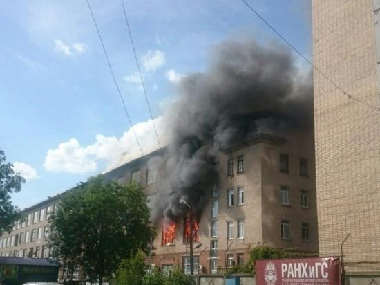 В Смоленске горит фабрика
