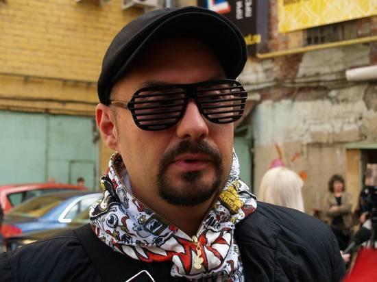 СМИ: в загранпаспорте Серебренникова заподозрили фальшивку