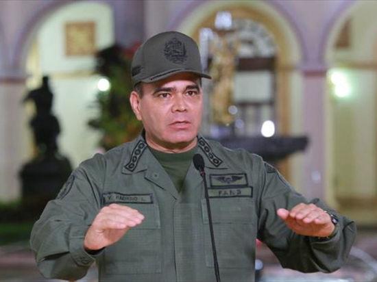 Министр обороны Венесуэлы назвал Трампа безумцем из-за попытки военного вмешательства