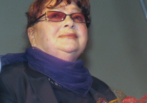 Народная артистка России 82-летняя Нина Дорошина, известная зрителям и любимая ими по картине «Любовь и голуби» (роль Людки, жены главного героя), находится в очень тяжелом состоянии