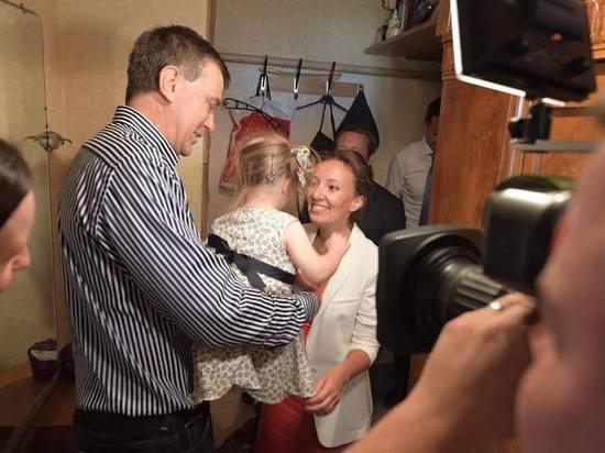 За ребенка с синдромом Дауна боролись родная и приемная семьи