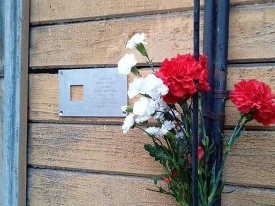 Архангельская инспекция по охране памятников отстояла гнилой дом от разрушения двумя шурупами