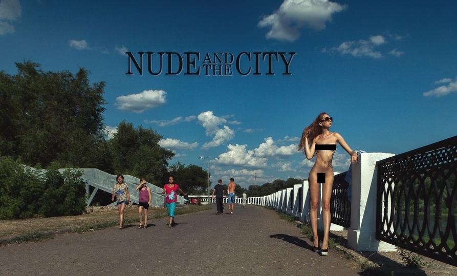 Красивая голая девушка на на публике моему