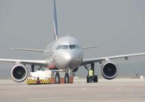 В конце июля у офиса авиакомпании «Аэрофлот» прошел пикет с требованием повысить зарплаты пилотам и инженерам, организованный членами Шереметьевского профсоюза летного состава (ШПЛС)
