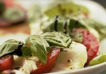 Жительница столицы с помощью Фемиды наказала рублем американскую сеть ресторанов быстрого питания за проданный ей заплесневелый салат и игнорирование жалоб
