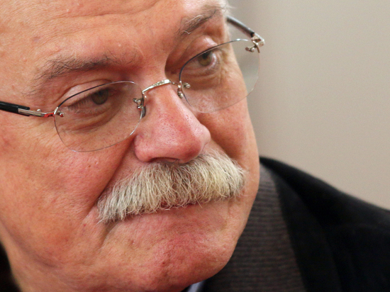 Михалков со скандалом вышел из совета Фонда кино