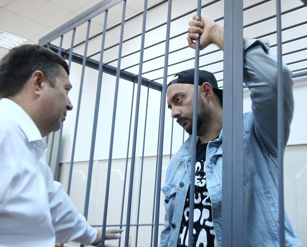 Серебренников в суде выглядел предельно уставшим