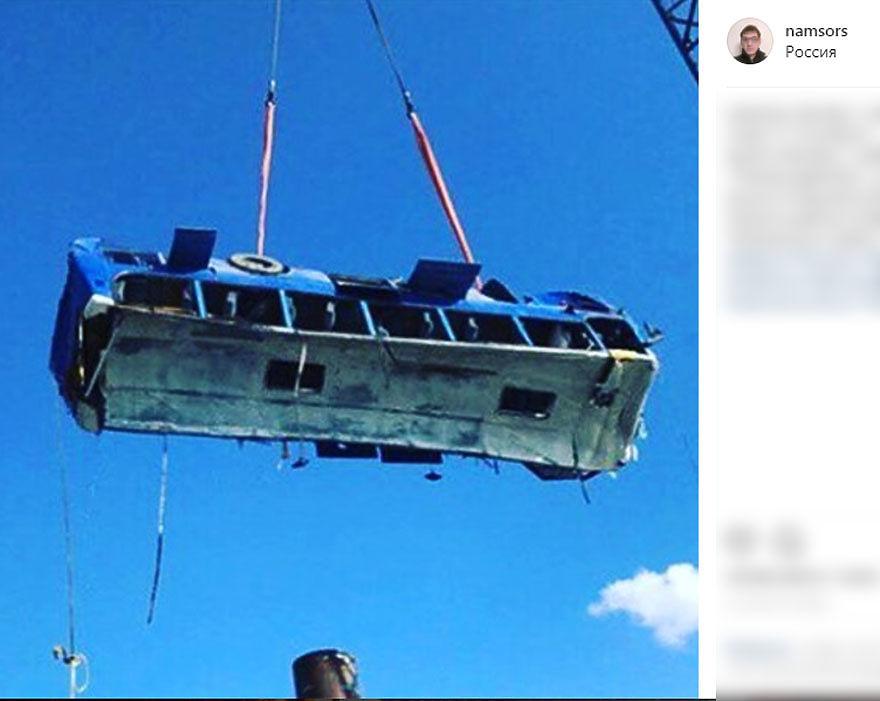 Фото с места падения автобуса в Керченский пролив: 18 погибших