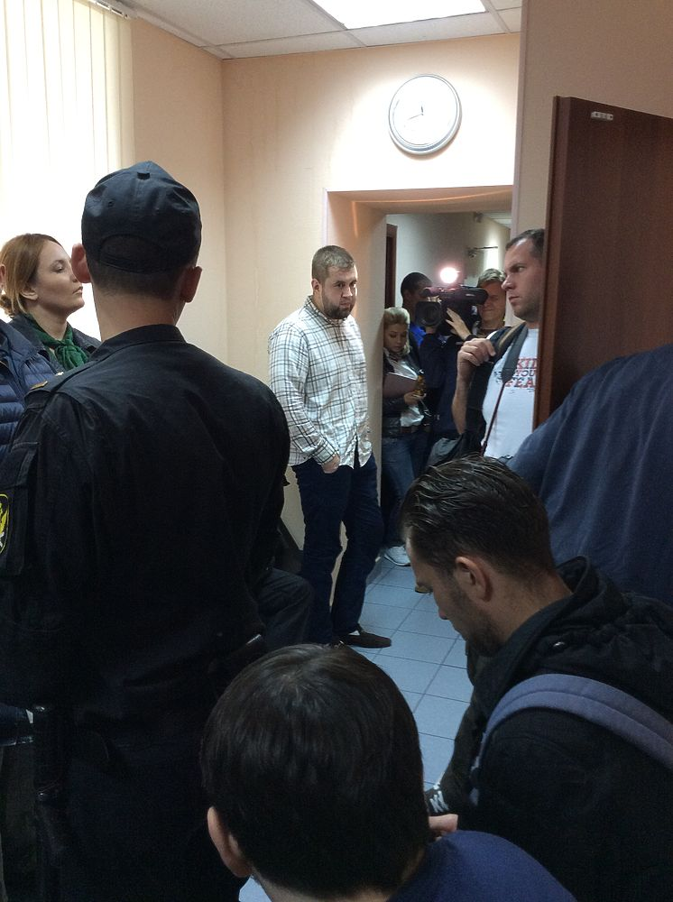 """Десантник"", избивший журналиста НТВ, буквально ликовал в суде"