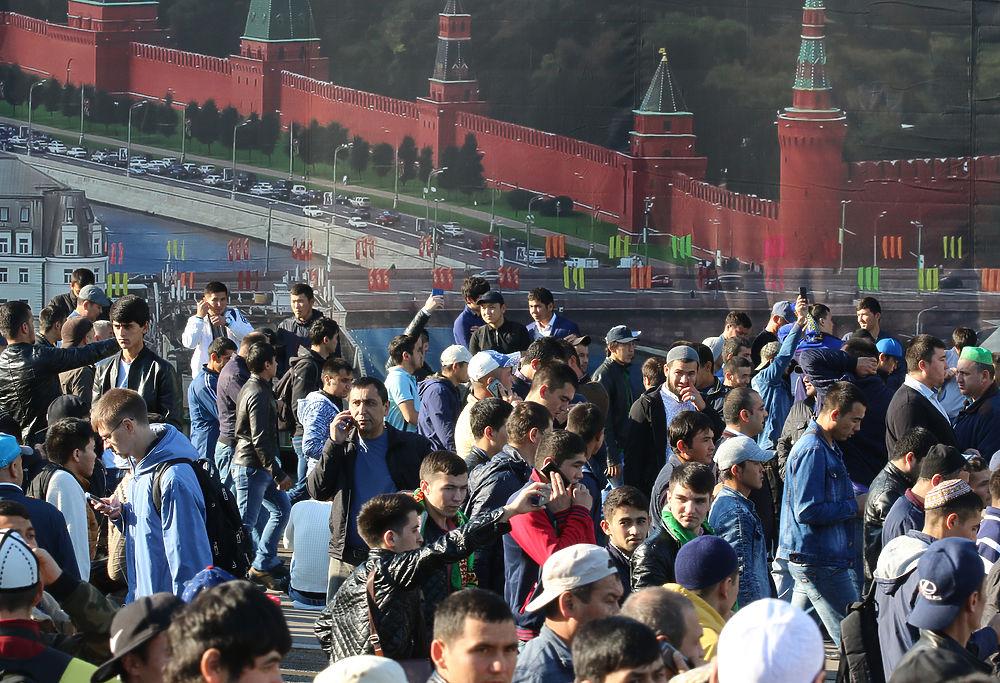 Курбан-байрам в Москве: сотни тысяч мусульман и впечатляющие кадры