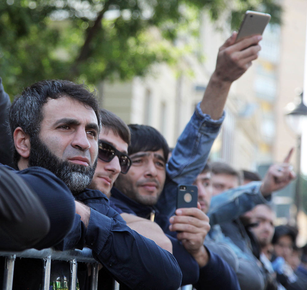 Протест мобильных телефонов: стихийная акция мусульман у российского посольства Мьянмы