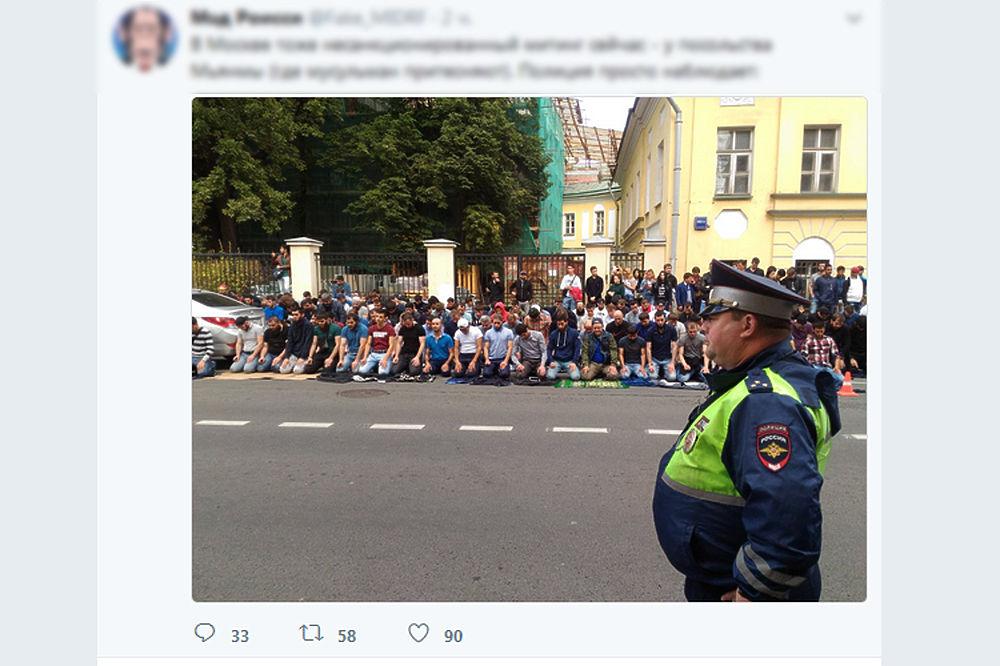 Несанкционированный митинг мусульман в Москве: протест на ковриках для намаза