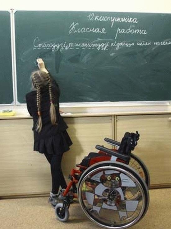 Первоклашку со сломанной ногой не пустили в школу в Петербурге