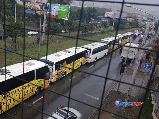 В Ростове колонна автобусов с детьми попала в ДТП