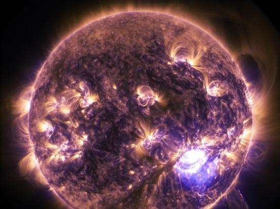 Ученые зафиксировали на светиле крупное слияние пятен, которые вылились в серию мощных вспышек
