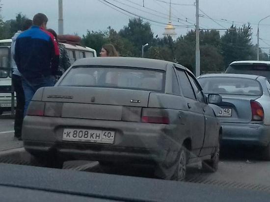 Авария с четырьмя машинами парализовала все движение на Правобережье Калуги