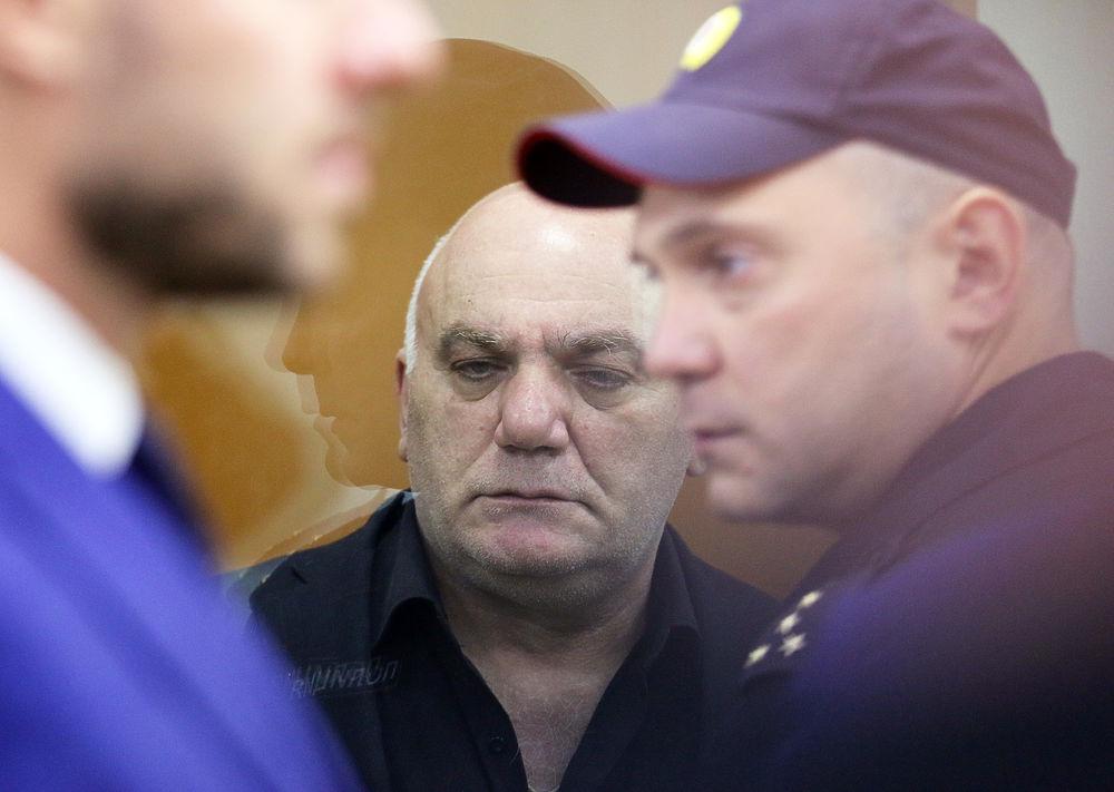 Суд дал 12 лет Петросяну, захватившему заложников в московском банке
