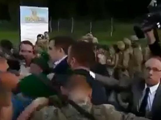 Сторонники экс-губернатора Одесской области силой «протащили» Саакашвили на Украину