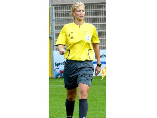 Женщина-арбитр впервые судила матч высшего дивизиона чемпионата Германии по футболу